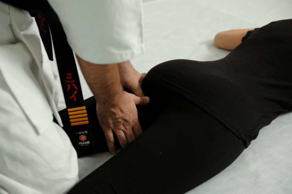 The massage of the gluteal fold | Kotsuban Yumeiho Taiso
